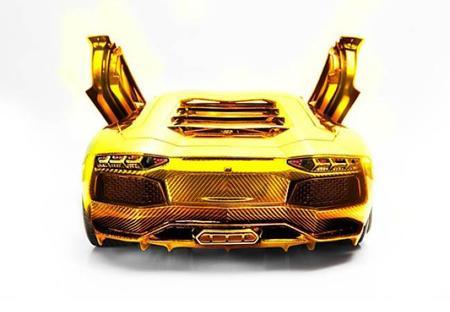Lamborghini Aventador de oro