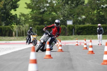 Prueba Honda EV-Neo slalom Miki 2