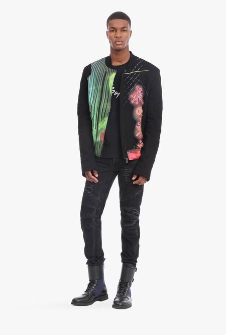 Ésta chaqueta de Balmain se ha convertido en viral porque su estampado muestra un logo de Shutterstock