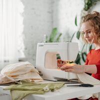 Si quieres aprovechar tus habilidades de costura, ficha la máquina de coser más vendida en Amazon porque está rebajadisima