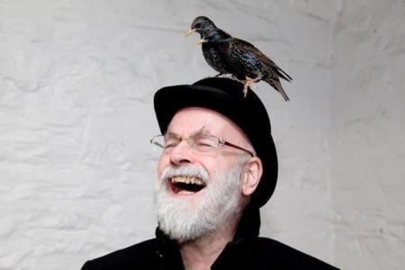 Terry Pratchett, requiem por un hombre con sombrero