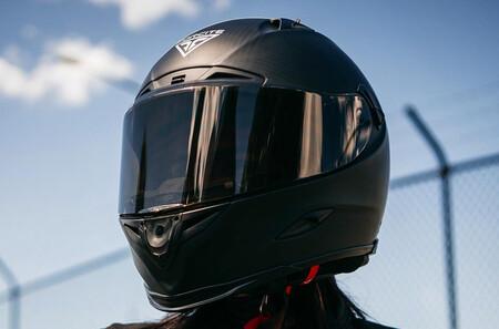 Este casco inteligente con GPS y cámara integrada está arrasando en Australia y pronto lo tendremos en Europa