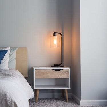 Damos un toque diferente al dormitorio con estas ideas de lámparas para mesitas de noche