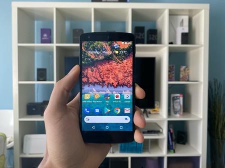 Regreso al Google Nexus 5: una leyenda que mantiene la fluidez casi siete años después