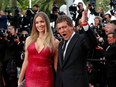 Antonio Banderas, de posar con Melanie Griffith en la alfombra roja a hacerlo con su nueva churri, ¿Con quien te quedas?