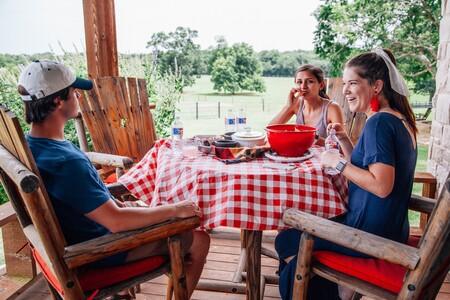 Manteles antimanchas para disfrutar este verano de las comidas familiares sin preocupaciones