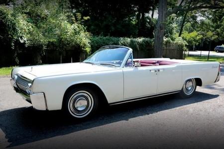 A subasta, el Lincoln Continental usado por JFK antes de viajar a Dallas