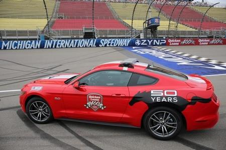 Ford Mustang 2015 Pace Car