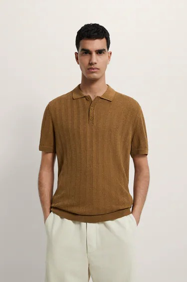 Polo de punto con estructura color marrón