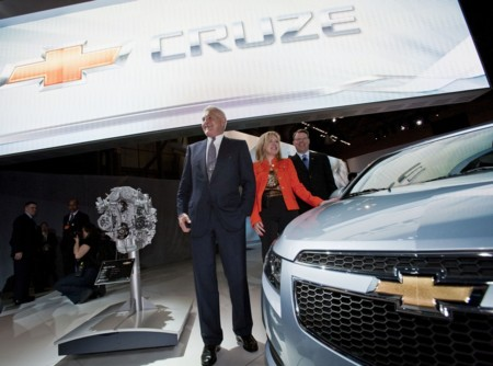Bob Lutz cree que el riesgo que está asumiendo Tesla Motors puede acarrear su perdición