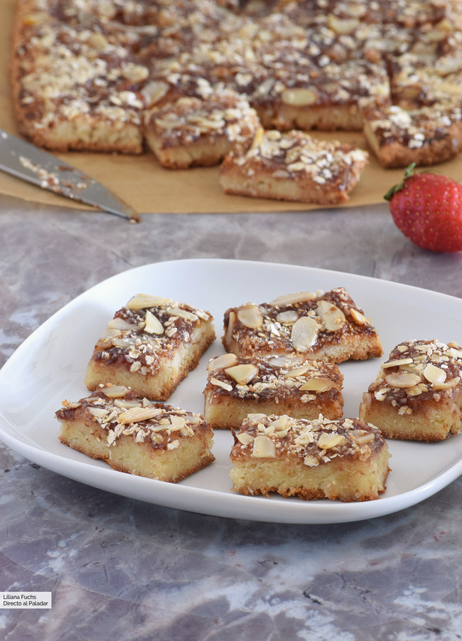 Bocaditos dulces de almendra y mermelada de fresa: receta sin gluten para el café