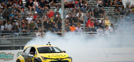 A este Toyota Corolla 2019 de 1,000 hp le gusta divertirse quemando llanta