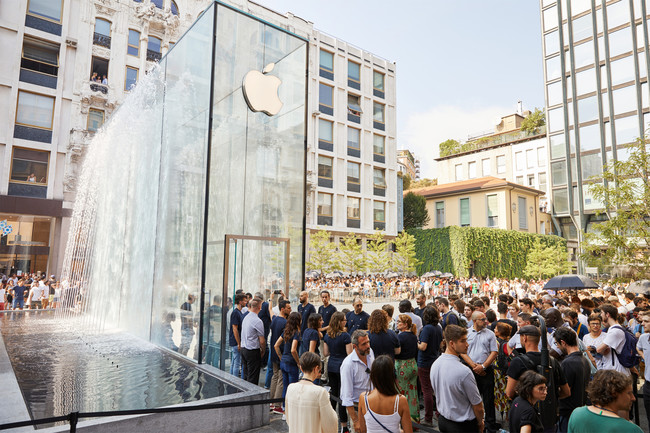 Apple Milan Piazza Liberty Piazza Outdoor Que 07262018