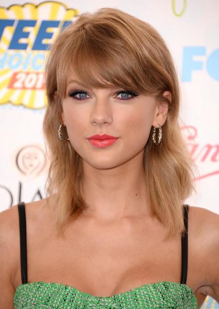 La celebrities nos traen sus looks más frescos en los Teen Choice Awards