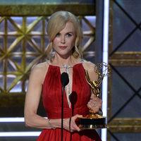 No sabemos si fueron los nervios o qué pero  a Nicole Kidman se le olvidaron dos de sus hijos en los Premios Emmy