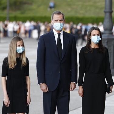 Don Felipe y doña Letizia, junto a Leonor y Sofía, acuden de riguroso luto al funeral de Estado por las víctimas del Covid 19