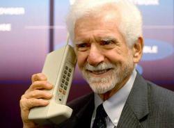 ¿Te parecen complicados los teléfonos móviles actuales?