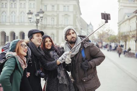 """La solución a """"no cabéis todos"""" y otros problemas cotidianos que aparecieron con la fotografía móvil"""