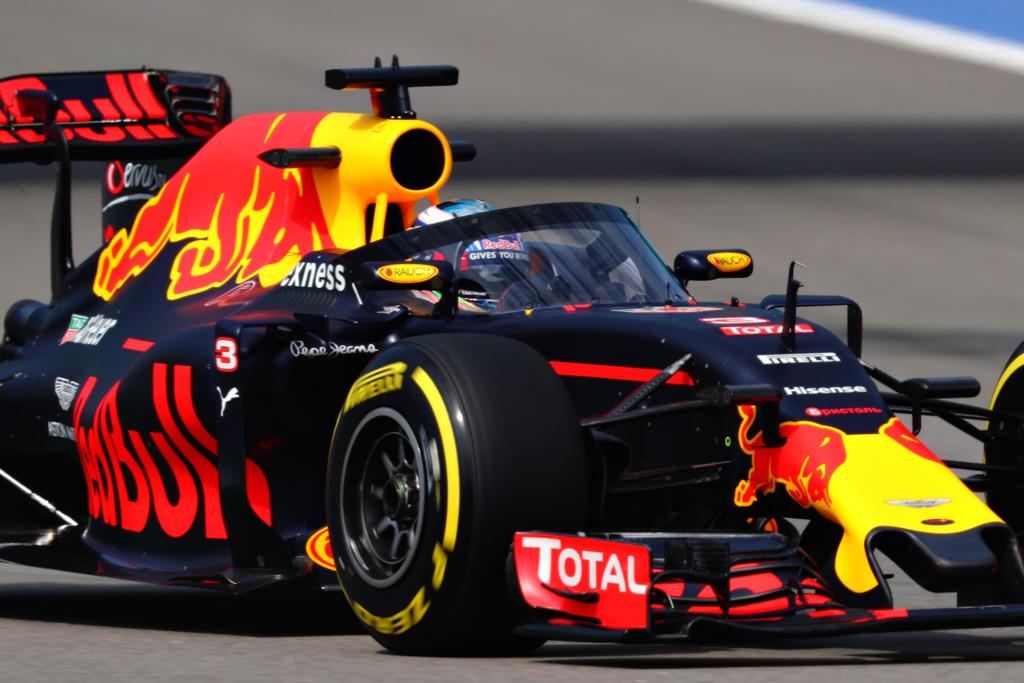 Daniel Ricciardo Red Bull Canopy Rusia 2016