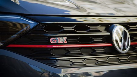 El Volkswagen Jetta GLI 2020 muestra su parrilla. ¿El resto? Esta misma semana