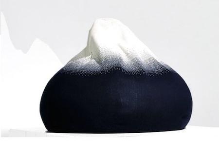 Kebnekaise, un puf de lana inspirado en una montaña nevada