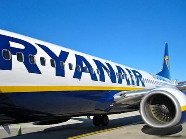 """Ryanair """"galardonada"""" por sus exigencias a las embarazadas"""