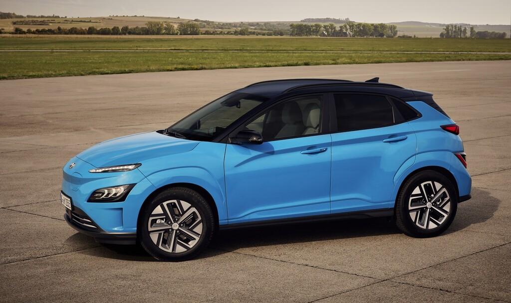 El Hyundai Kona Electric se lava la cara y recibe más equipamiento tecnológico para los mismos 484 km de autonomía