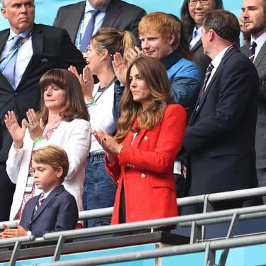 Kate Middleton luce ideal con una blazer roja de Zara rebajada que todavía está disponible