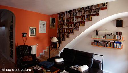 Una buena idea: una librería en la escalera