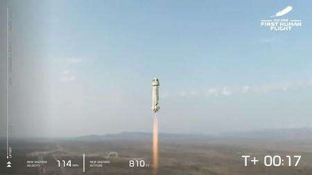 Blue Origin lo logra: Jeff Bezos va al espacio en el primer vuelo exitoso y tripulado del cohete New Shepard
