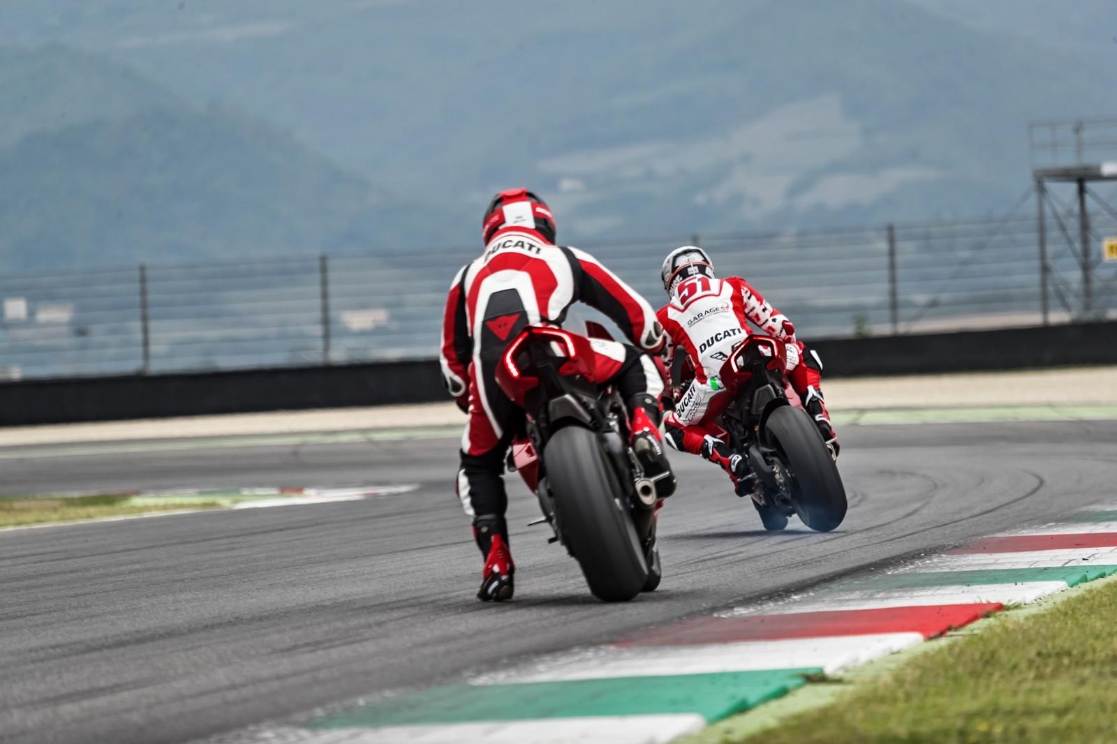 Foto de Ducati Panigale V4 R 2019 (44/87)