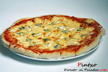 Receta de pizza cuatro quesos: mozzarella, gouda, azul y rulo de cabra