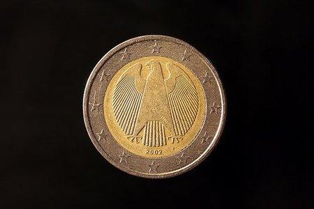 Necesidades de dinero fresco tensionan a España, al euro y a Europa