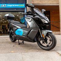 BMW y Cooltra ponen en marcha un servicio de motos eléctricas compartidas que pueden ir por autopista