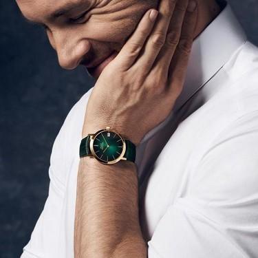 Verde como nuevo negro: los relojes de verano se tiñen de tonos militares y esmeralda