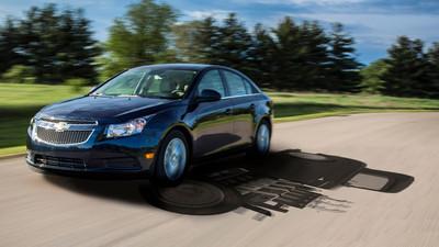 El Chevolet Cruze Clean Turbo Diesel compara su par máximo con un Camaro Z28 del 72
