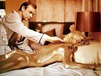 Si nos pintáramos todo el cuerpo con pintura dorada ¿nos pasaría lo mismo que a la chica de 'Goldfinger'?