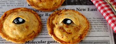 Empanadillas de carne con ojos, el terrorífico bocado para una merienda de Halloween