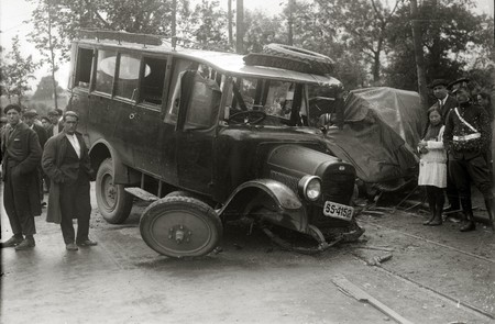 Accidente De Trafico Entre Un Autobus De Transporte Publico Y Un Automovil 1 De 4 Fondo Car Kutxa Fototeka