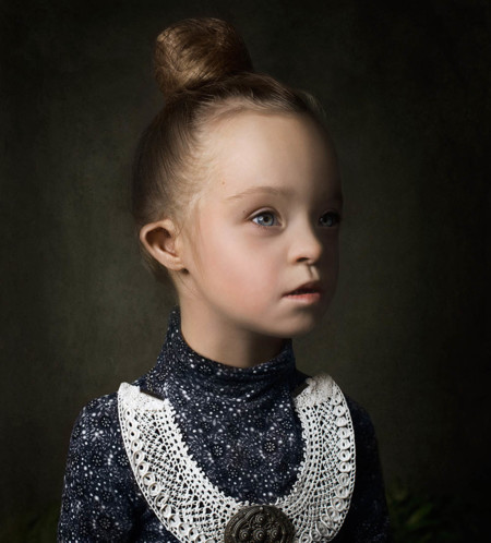 Preciosos retratos de niñas con Síndrome de Down: el arte como una forma de integración
