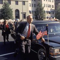 'En la línea de fuego': Clint Eastwood y John Malkovich se enfrentan en uno de los thrillers más apasionantes de los 90