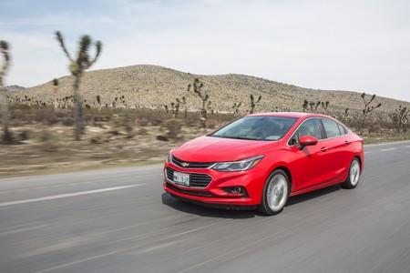 Trump amenaza a General Motors por fabricar el Cruze en México (aunque exporte muy pocos)