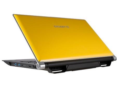 """GIGABYTE P25 v2 de 15.6"""", portátil con GeForce GTX 880M para dominar en gaming"""