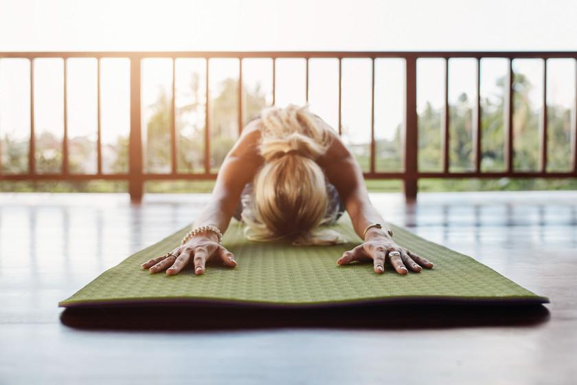 Yoga en casa: los siete canales de Youtube que te ayudan a entrenar en tu salón