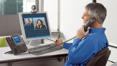 Ahorra en la factura telefónica mediante el uso de llamadas VoIP y la mensajería instantánea