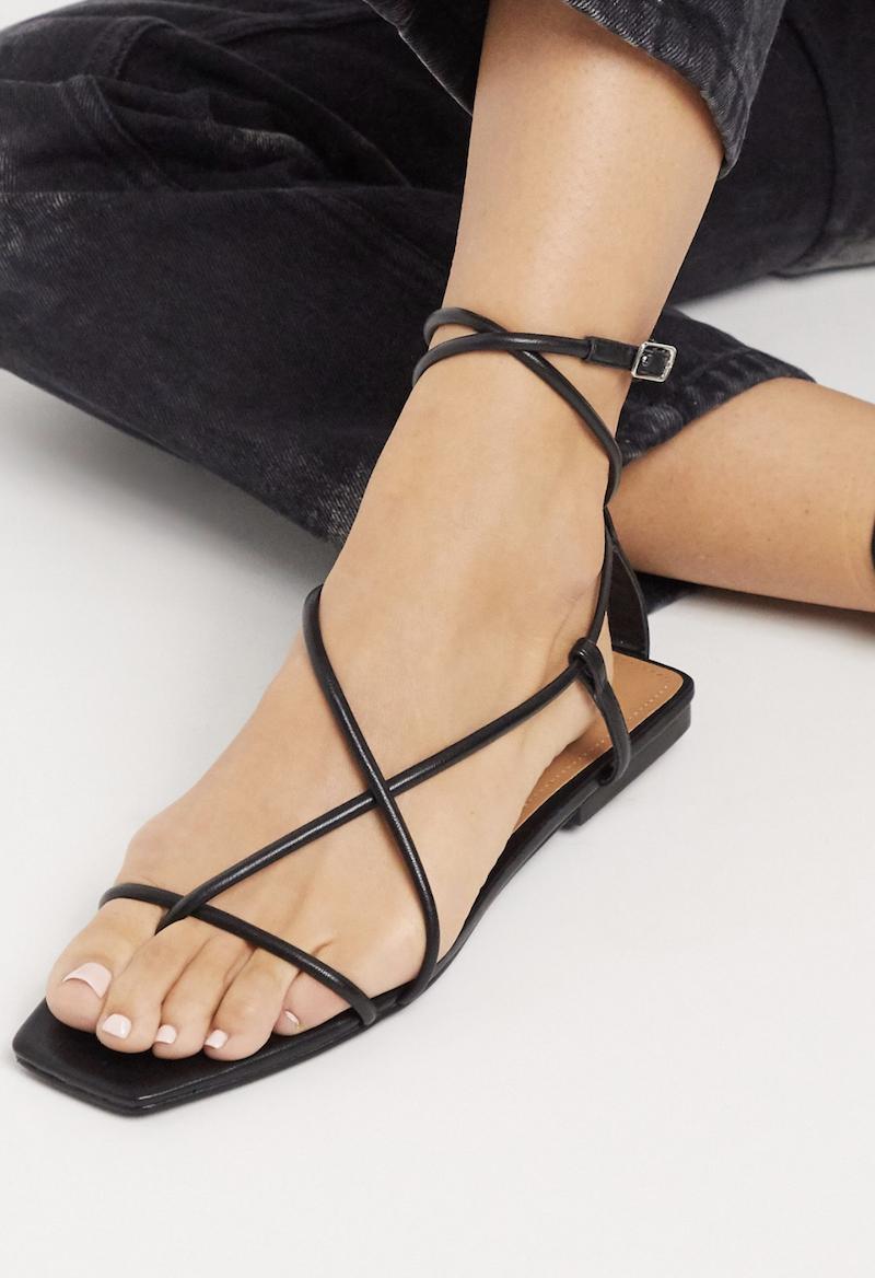 Sandalias negras con tiras y puntera cuadrada Zander de Who What Wear