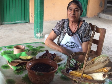 Ella es Doña Oralia y esta es la historia de una cocinera tradicional de la Sierra Gorda (y dónde encontrarla)