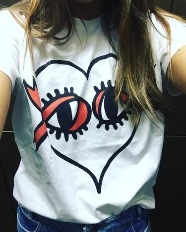 La camiseta viral de las redes sociales la firma Victoria Beckham (y es solidaria)