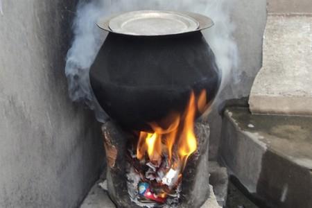 Un problema ambiental en India: los hornos de paja y estiércol