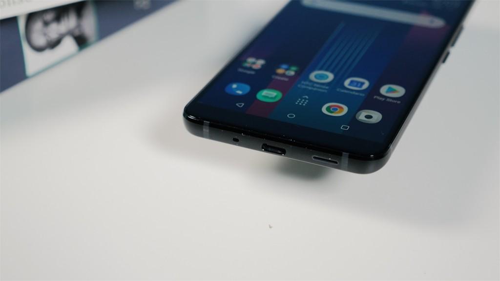 HTC U11 Plus puertos